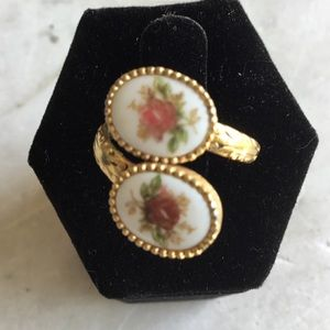 Sarah Coventry floral cameo ring